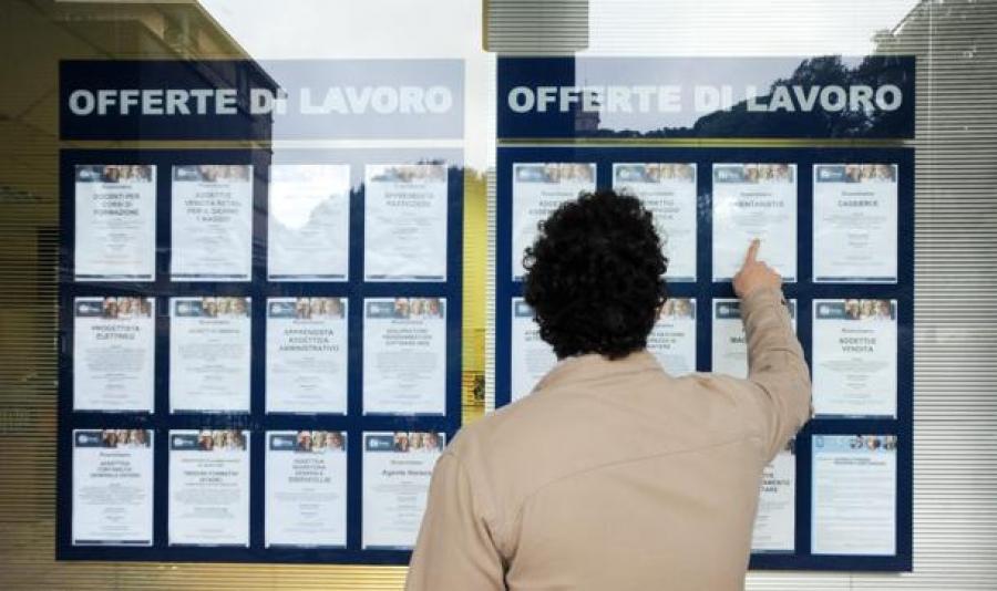 Roma: opportunità di lavoro Per essere sicuri di non sbagliare nella ricerca del lavoro Roma, oltre a tenere conto delle proprie abilità e conoscenze, bisogna prendere in considerazione le opportunità di lavoro offerte dalla città.