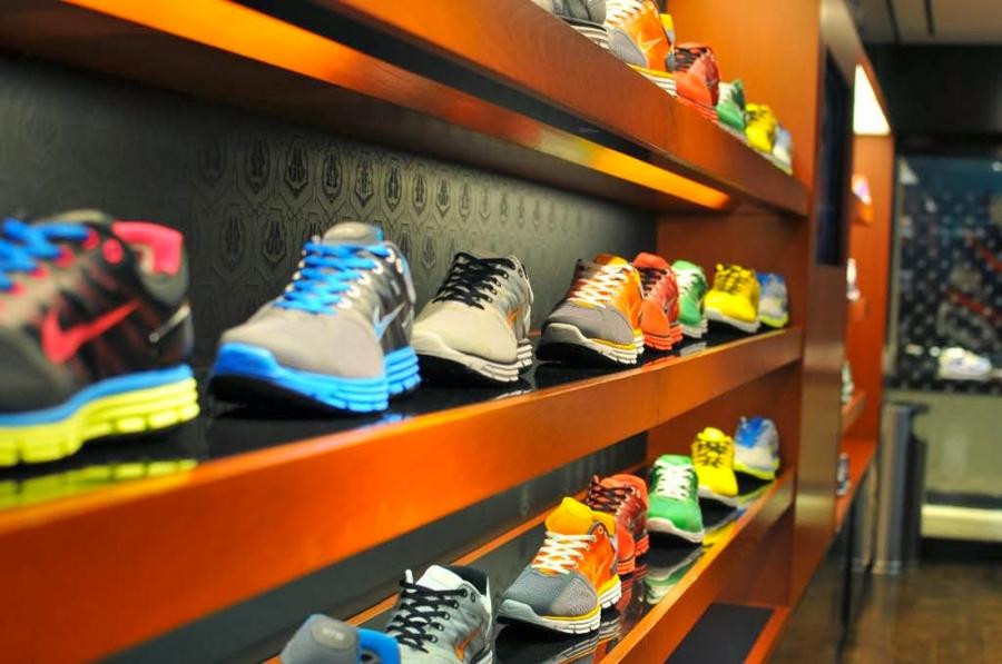scarpe nike via del corso roma
