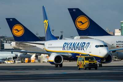 HOSTESS E STEWARD. A ROMA COLLOQUI RYANAIR 20 E 28 DICEMBRE
