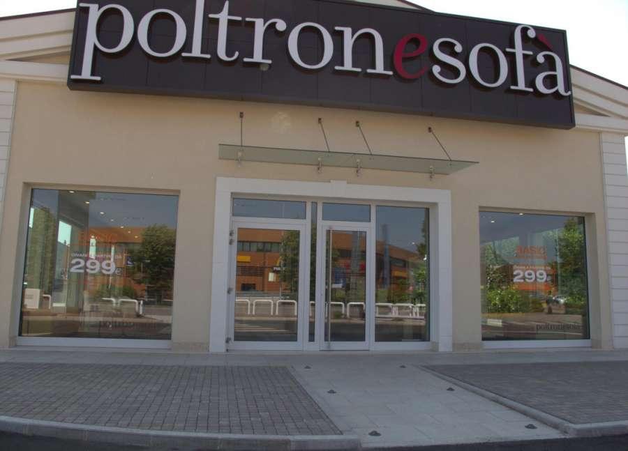 Lavoro facile poltronesof ne vuole 72 per i negozi e la for Poltrone e sofa biella